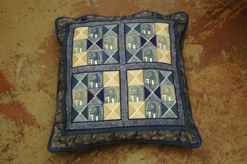 textiles_kissen_002_elephant_square_blue